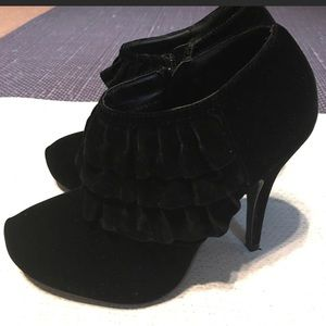 Shoes - Torta Caliente Black Booties Size 7.5
